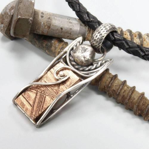 Meteorit Gibeon Halskette 935 Silber Anhänger mit Lederkette oder 925 Silber Königskette, geschwärzt