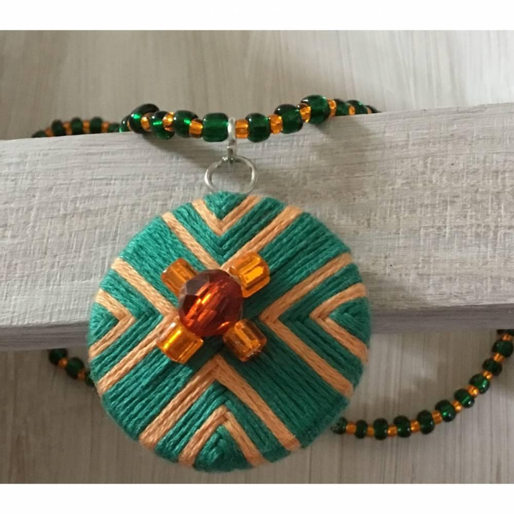 Perlenkette mit Zwirnknopfanhänger, Posamentenknopf, Halskette,Schmuck,Perlen,Knopf,grün,orange Bild 1