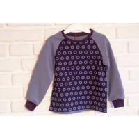 Sportliches Sweatshirt mit Sternen auf dem Vorderteil, das sehr schön zu Jeans passt. Größe 92 Bild 1