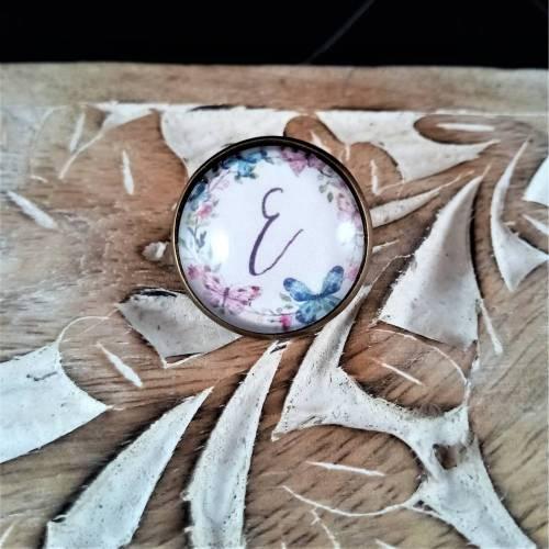 Brosche Pin Anstecknadel Cabochon 20mm mit einem Buchstaben eurer Wahl Schmetterling