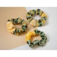 Patchwork Sonnenblumen Scrunchie, handgenähtes Haargummi aus secondhand Stoffresten. Umweltfreundliches Haarband. Bild 1