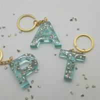 Schlüsselanhänger Schlüsselband Buchstaben Harz Resin A-Z gold Steinchen blau Bild 3