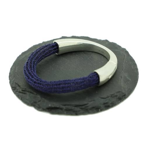 mitternachtsblaues Armband – patentgehäkelt – mit Schmuck-Magnetverschluss von bcd manufaktur