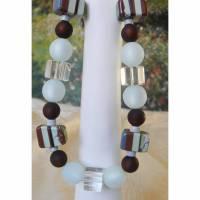 Halskette mit seltenen Resinperlen Bild 1