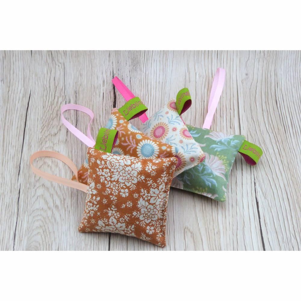 Kleine Lavendelkissen 4 St. Set, 8x8cm, Lavendelsäckchen, Lavendelduftkissen, Lavendelbeutelchen zum Aufhängen Bild 1