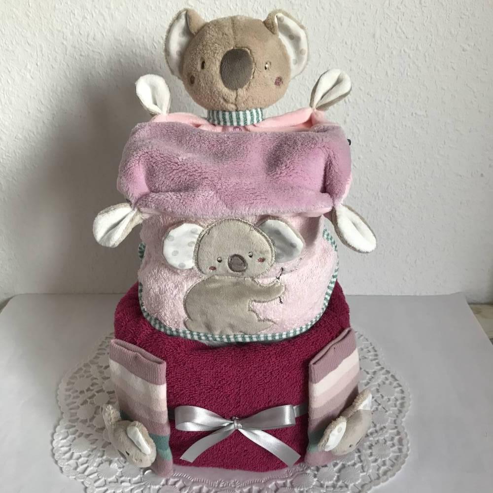 Windeltorte Koala Mädchen Geschenk Babyparty Geburt Taufe Schmusetuch Lätzchen Rasselsöckchen flieder lila rosa Bild 1