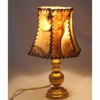 Tischlampe mit Messingfuß und Schirm aus Leder Bild 1