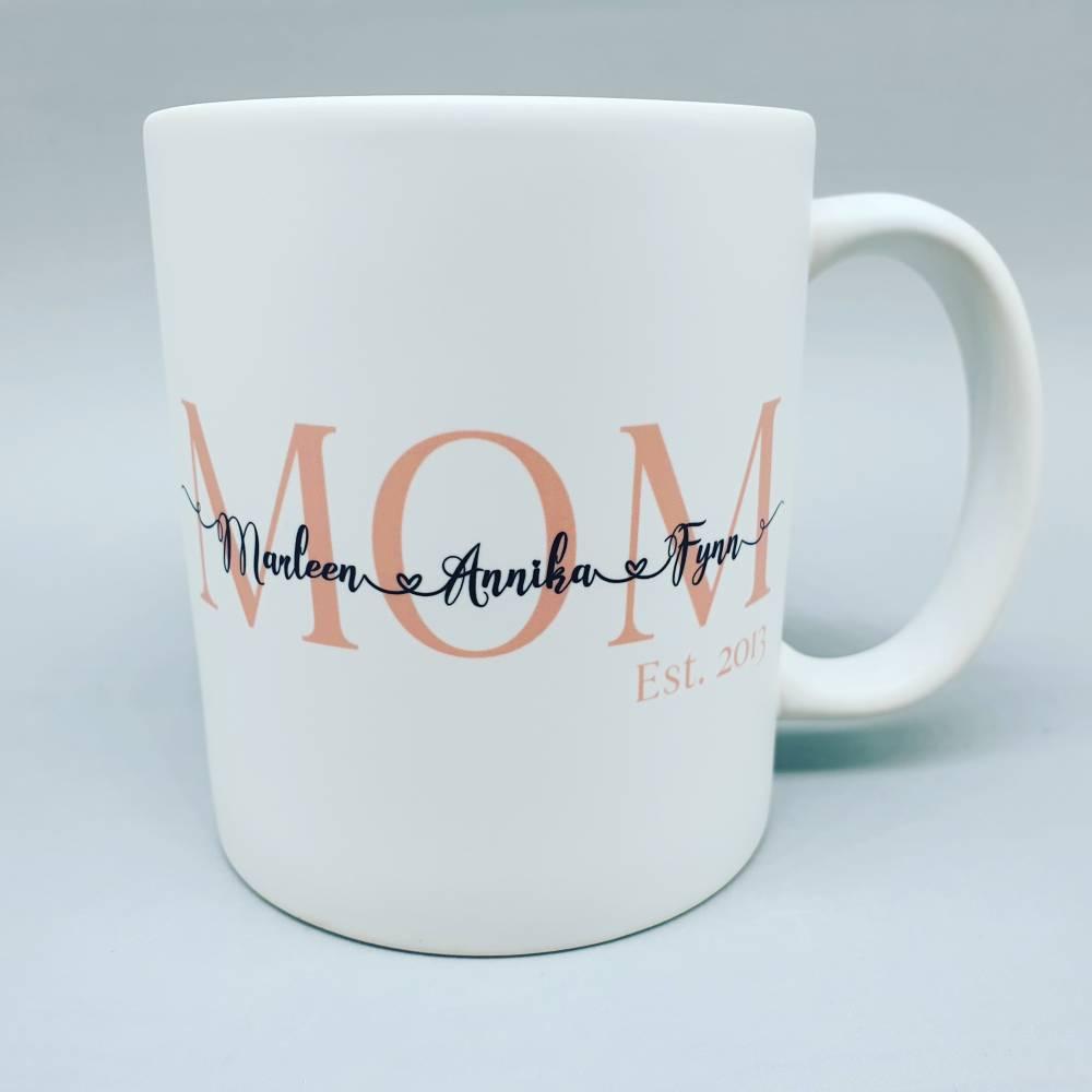 Personalisierte Tasse Mom est. Mama seit   weiß   mit Namem der Kinder    Kindernamen