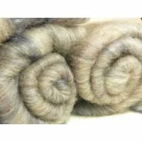 50 g Edel- Batt Faser Spinnfaser handkardiert, weiche Schaf-Schurwolle BFL, Seide, warm Beige-Grau Blau silbriger Glanz Bild 1