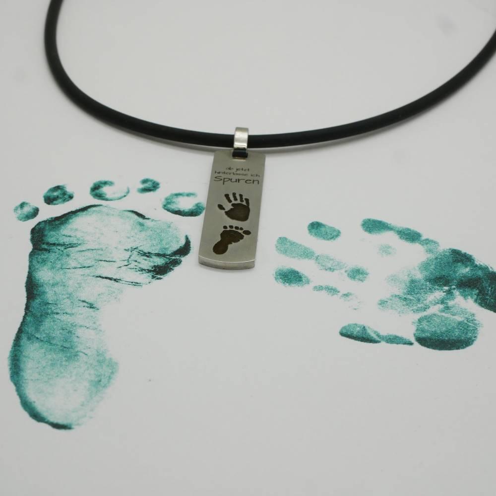 Anhänger Baby Fuß und Hand Abdruck vom Baby. Erinnerungsschmuck, Willkommen im Leben, ab jetzt hinterlasse ich Spuren Bild 1