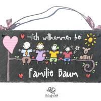 Türschild personalisiert Schieferschild Familie auf Ast Wunschname handbemalt Bild 1