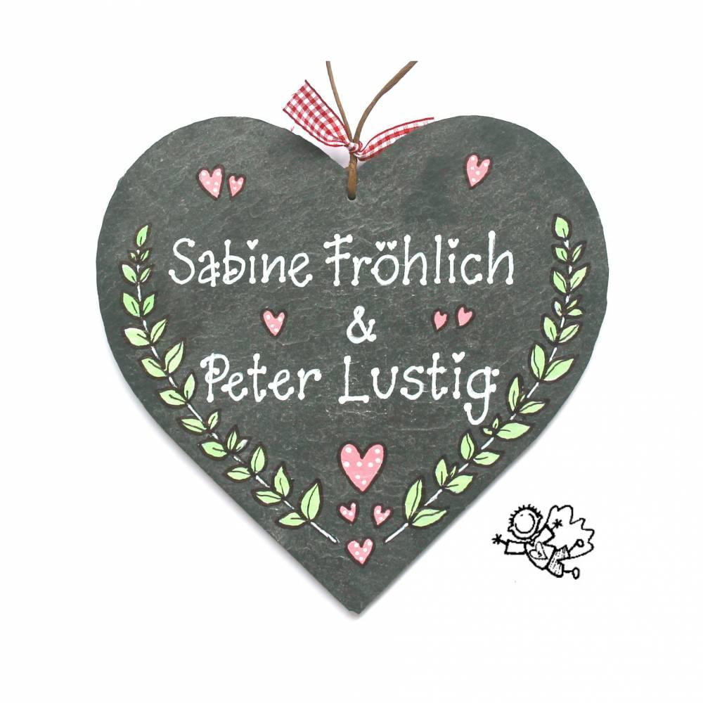 Hochzeitsgeschenk Schieferherz Türschild handbemalt handbeschriftet mit Wunschnamen individuell personalisierbar Bild 1