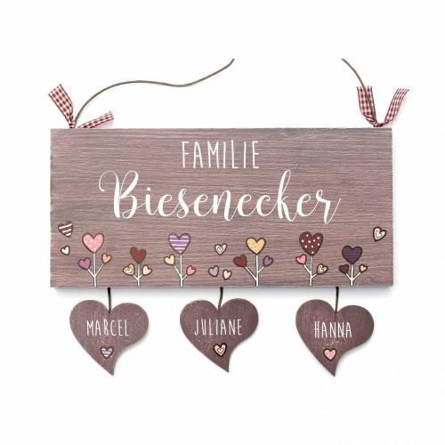 personalisiertes Türschild Holz Familie mit Herzanhänger Familienschild Herzblumen Wuschtext Holzschild handbemalt