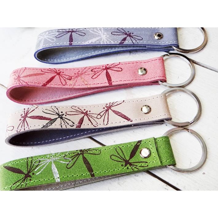 Lederschlüsselanhänger Libelle mit Wunschtext innen - schönes Geschenk zum Muttertag, für die Lehrerin oder die Hebamme Bild 1