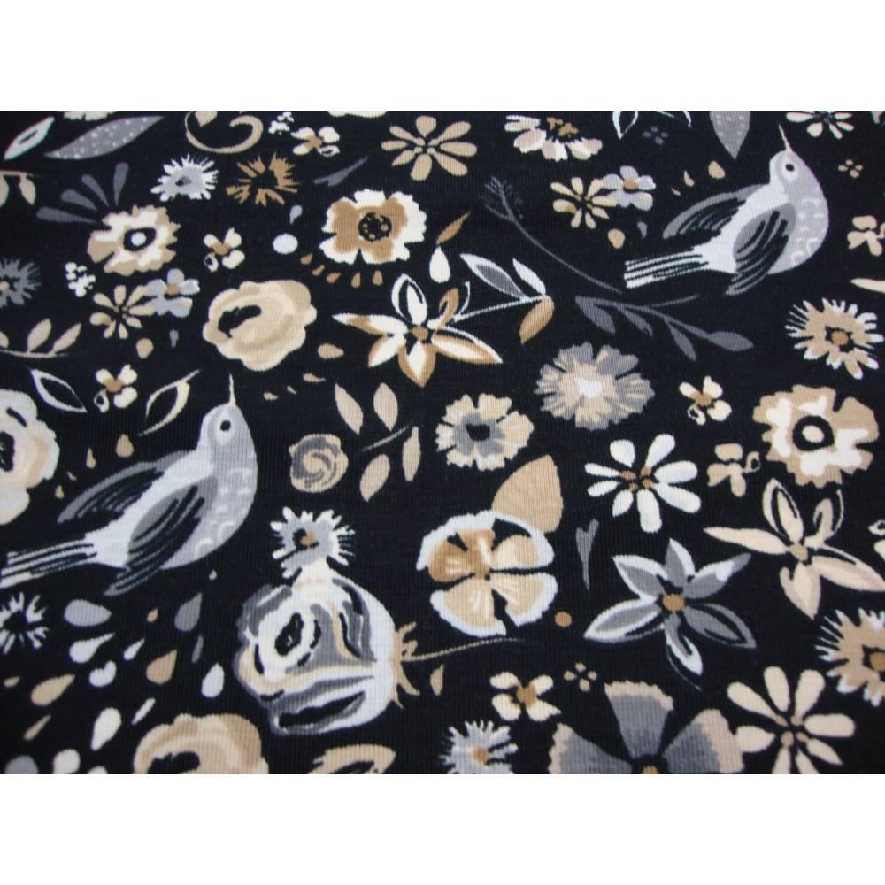 Baumwolljersey Blumen Vögel auf schwarz creme Bild 1