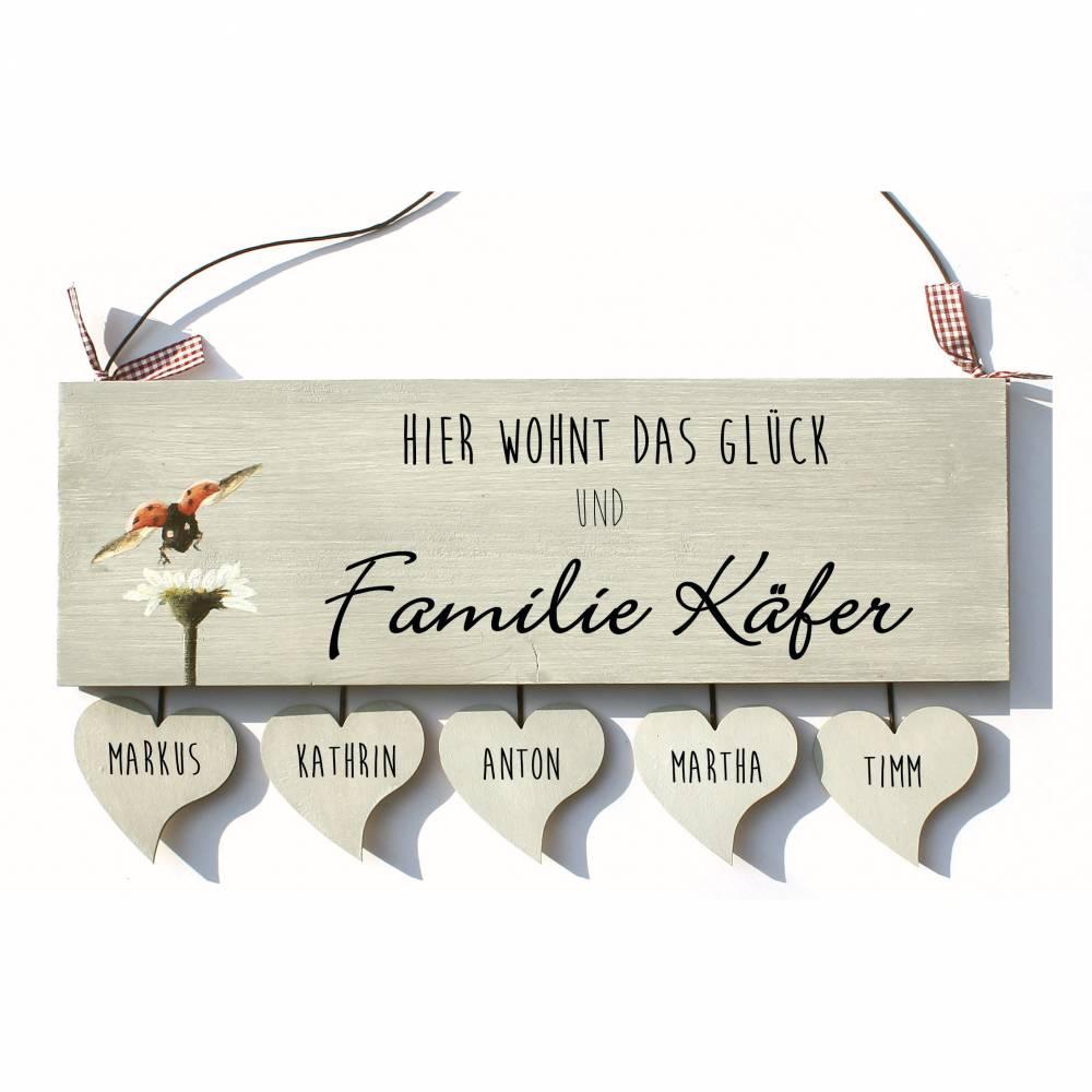 Türschild Holz Familienschild Namensschild Holzschild Haustürschild Marienkäfer mit Herzanhänger individuell personalisiert Bild 1