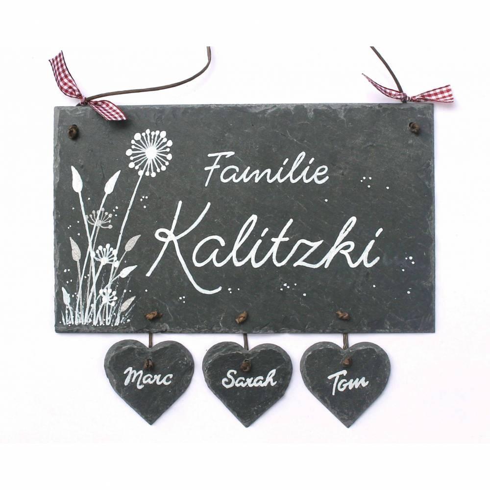Schieferschild Floral Weiß/Silber + 3 - 6 Herzanhänger handbemalt individuell personalisiert Bild 1
