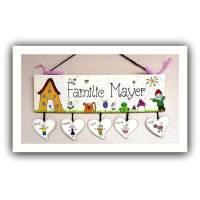 Holzschild Familie personalisiert mit Herzanhänger Namensschild handbemalt Familienschild erweiterbar Bild 1