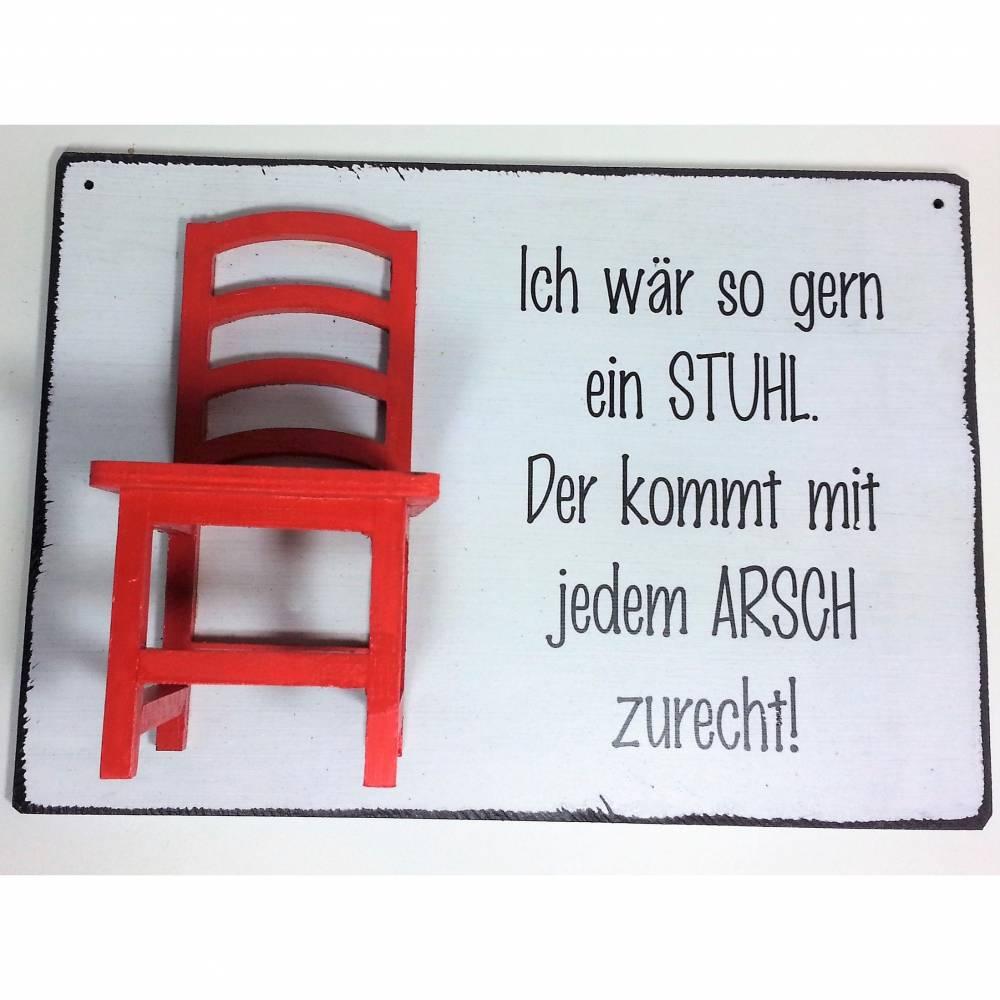 Holzschild mit rotem Mini Stuhl Ich wär so gern ein Stuhl. Der kommt mit jedem Arsch zurecht. Wanddeko Dekoschild Bild 1
