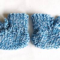 gestrickte Babyschuhe reine Wolle Gr. 50/56 blau hellblau Bild 1