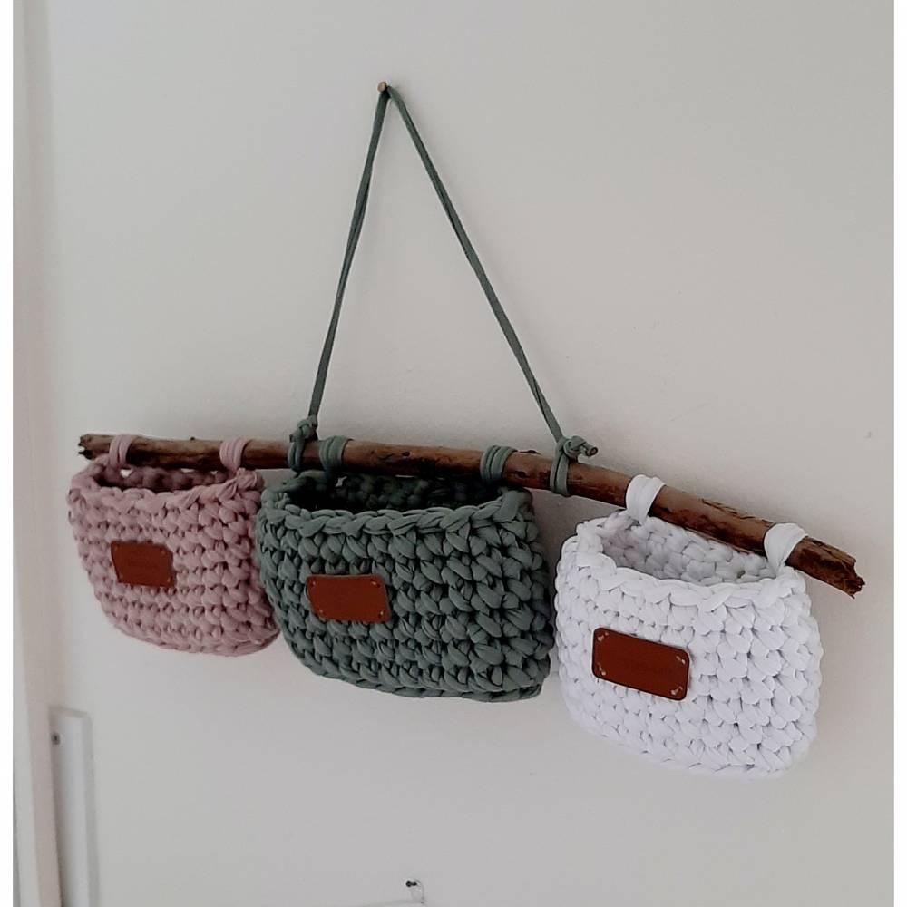 Hänge-Utensilo aus Textilgarn- drei Körbchen an einem Ast Bild 1