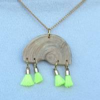 Lustige  Halskette mit Treibholz Kettenanhänger und Bommel an einer vergoldeten Kette, Treibholzschmuck, Holzschmuck Bild 1