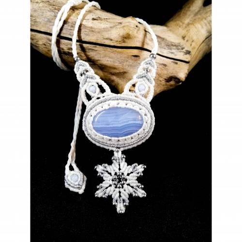 Makramee-Halskette mit Chalcedon und Schneeflocke