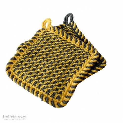 """1 Paar Topflappen """"tunesisch gehäkelt"""" gelb/grau ca. 17 x 17 cm Bild 1"""