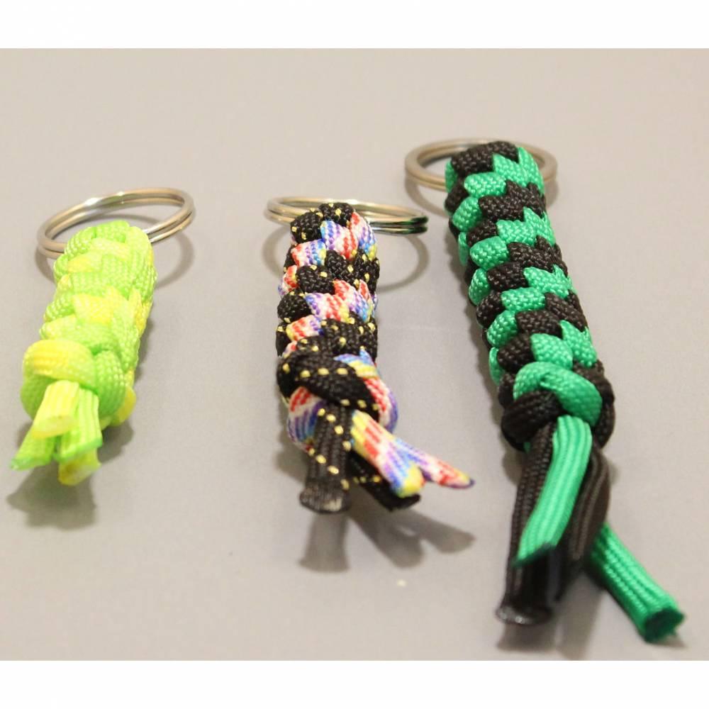 handgefertigter Schlüsselanhänger Rund in Wunschfarben Bild 1