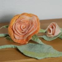 Rosen-Gürtel handgefilzt aus feinster apricotfarbener Wolle und Seide  Bild 2