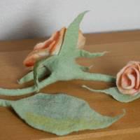 Rosen-Gürtel handgefilzt aus feinster apricotfarbener Wolle und Seide  Bild 3