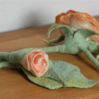 Rosen-Gürtel handgefilzt aus feinster apricotfarbener Wolle und Seide  Bild 4