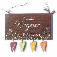 Namensschild Floral, Blumenwiese Pusteblume, Türschild Holz personalisiert, Namensschild Familie handbemalt mit Herzanhänger Bild 2