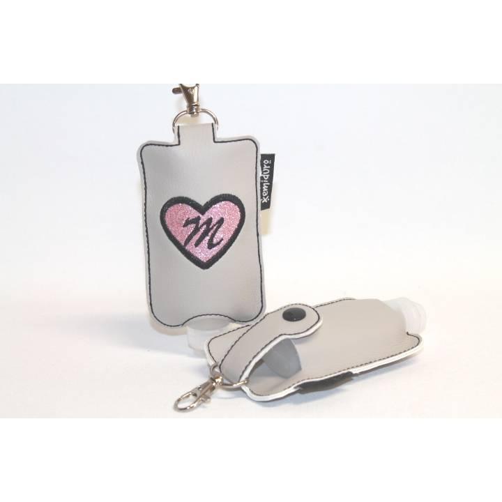 Etui für Desinfektionsmittel mit Karabiner - Taschenbaumler, Schlüsselanhänger - mit Buchstaben personalisiert - HERZ Bild 1