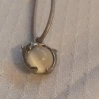 Halskette mit Mondstein und Delphine, 33 cm lang Lederband, Farbe: silber,  Bild 1