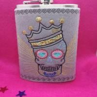 Flachmann 225ml , edler Trunk, Männergeschenk, schnaps Flasche, Geschenk Papa, Opa forst,Totenkopf skull Gold Unikat Bild 1
