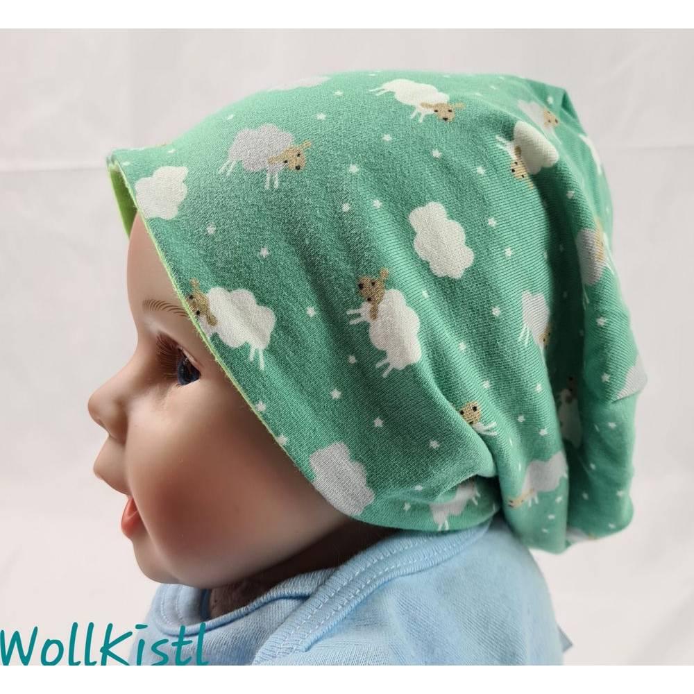 Mütze zum Wenden für 6-12 Monate / Kopfumfang 39-42 cm, neonfarben und mit süßen kleinen Schafen Bild 1