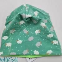 Mütze zum Wenden für 6-12 Monate / Kopfumfang 39-42 cm, neonfarben und mit süßen kleinen Schafen Bild 5