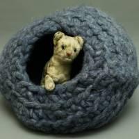 Flauschige Katzenhöhle in Dunkelblau aus Schafwolle von bcd wollmanufaktur Bild 1