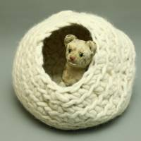 Flauschige Katzenkugel in Wollweiß aus Schafwolle von bcd wollmanufaktur Bild 1