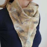 Vielseitig verwendbarer, edles Damen Dreiecktuch aus Wolle und Seide für den Sommer und Winter in Beigetönen. Halstuch Bild 1