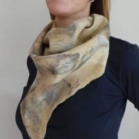 Vielseitig verwendbarer, edles Damen Dreiecktuch aus Wolle und Seide für den Sommer und Winter in Beigetönen. Halstuch Bild 3