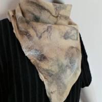 Vielseitig verwendbarer, edles Damen Dreiecktuch aus Wolle und Seide für den Sommer und Winter in Beigetönen. Halstuch Bild 4