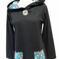 Damenhoodie aus schwarzem Bio-Baumwollstoff, Kapuzenfutter und Taschen aus Baumwolljersey mit blauem Fuchs-Muster Bild 1