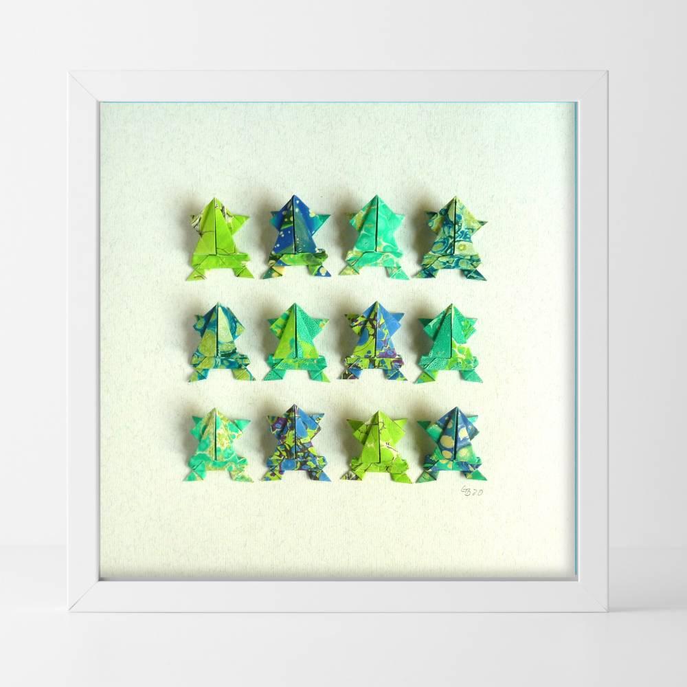 Lustige Origami Frösche aus handmarmoriertem Papier im Objektrahmen Bild 1