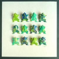 Lustige Origami Frösche aus handmarmoriertem Papier im Objektrahmen Bild 3