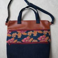 Umhängetasche, Shopper, Schultertasche, Jeans, Upcycling, Kunstleder, Blumen Bild 9