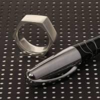 """markanter Fingerring """"Sechskant"""", jetzt auch in einer kleinen Weite – massiv  in 935 Silber, Weite 54 Bild 1"""