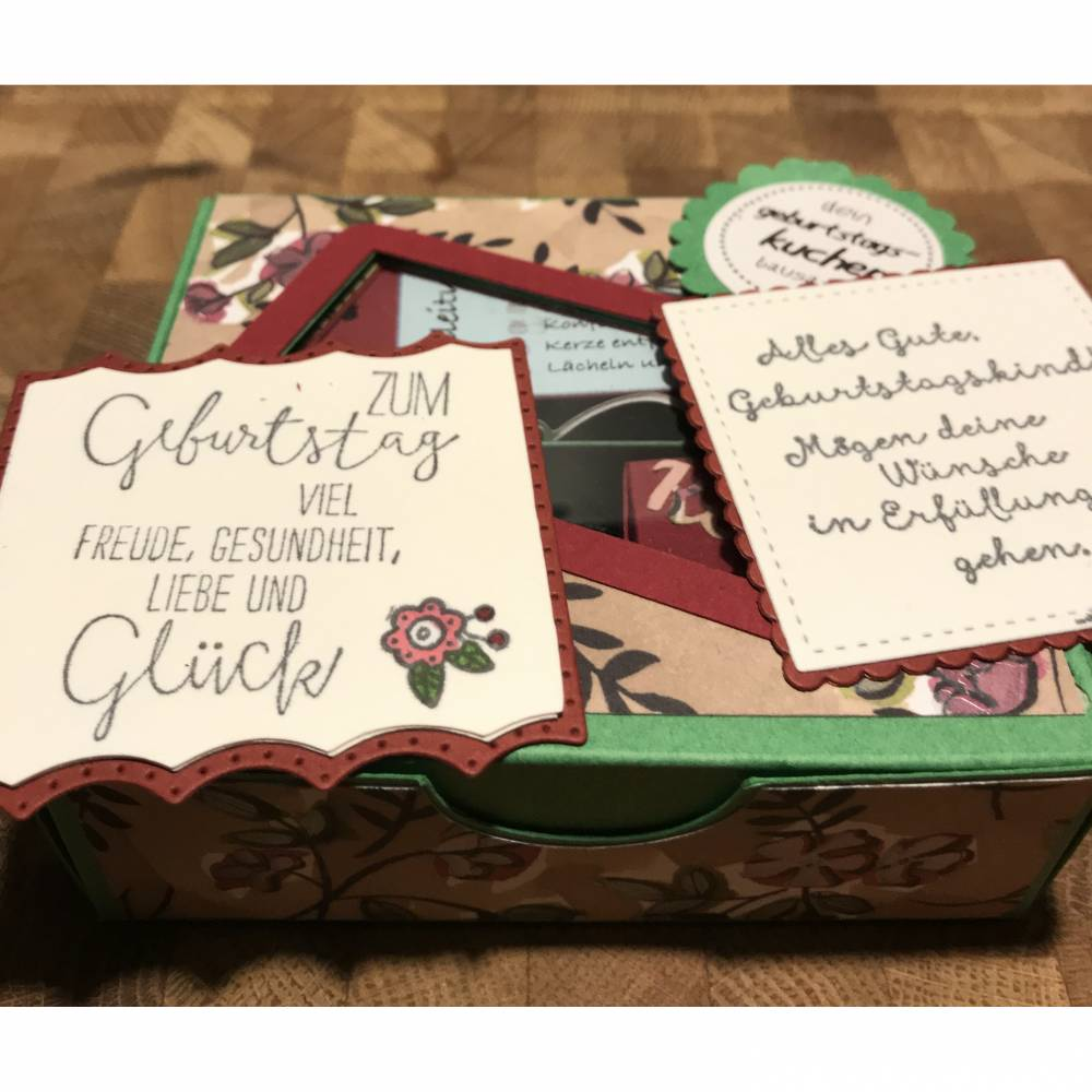 Geburtstagskuchen Bausatz mit Konfetti, Kerze + Spitzendeckchen für den  Geburtstagskuchen To Go   Blätter und Blüten