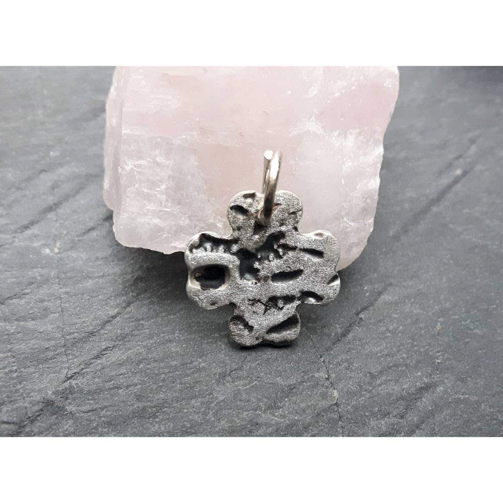 Kleeblatt aus 999 Silber mit schönem Muster, mattiert, teils geschwärzt Bild 1